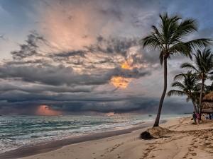 Día nublando en la playa