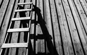 Fotografía en blanco y negro con sombras duras